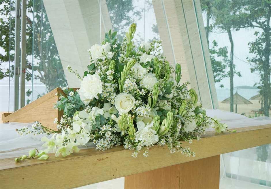 コンラッド・インフィニティ・チャペル │2019年新装飾 オーセンティック・グリーン│ 生花祭壇装飾