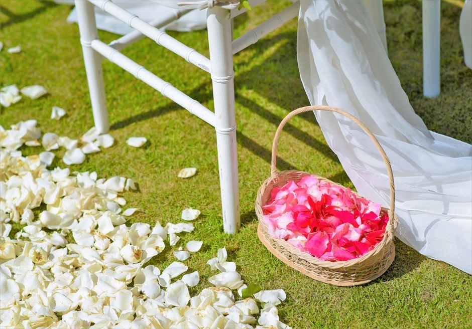 フォーシーズンズ・リゾート・ジンバラン ギリ・ジンバラン・ガーデン・ウェディング 生花のフラワーシャワー
