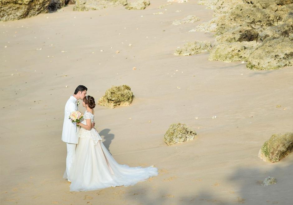 フォーシーズンズ・リゾート・ジンバラン ギリ・ジンバラン・ガーデン・ウェディング シークレットビーチにて挙式後撮影