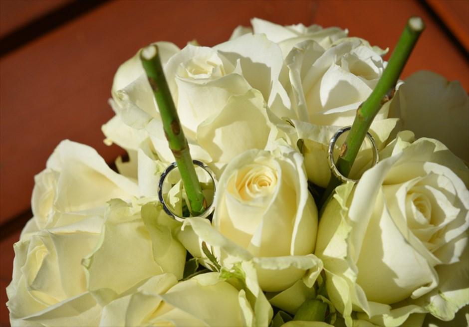 フォーシーズンズ・リゾート・ジンバラン インペリアル・ヴィラ・ウェディング 生花のリングピロー