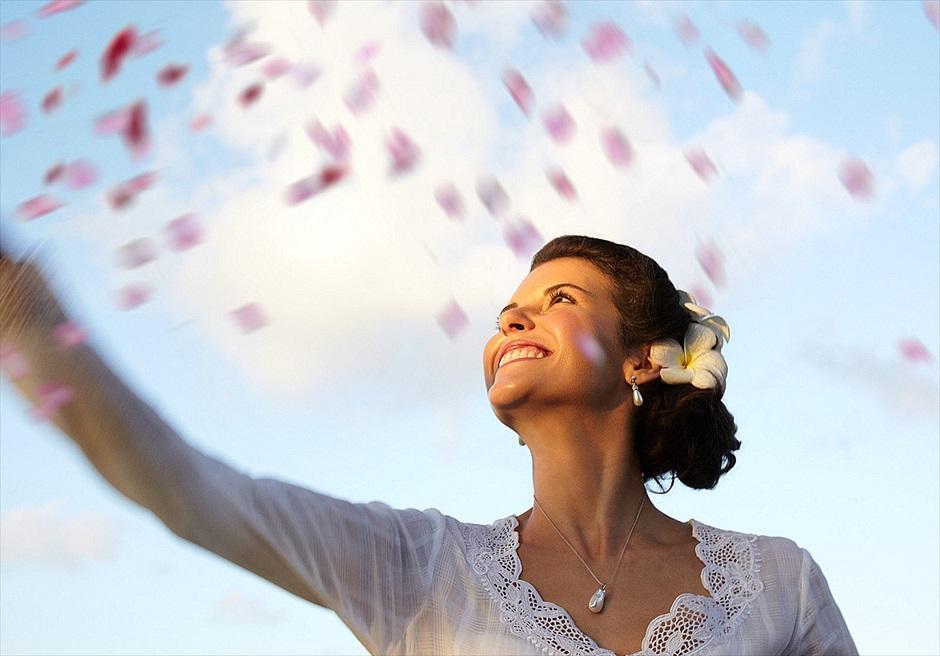 フォーシーズンズ・リゾート・ジンバラン インペリアル・ヴィラ・ウェディング 生花のフラワーシャワー