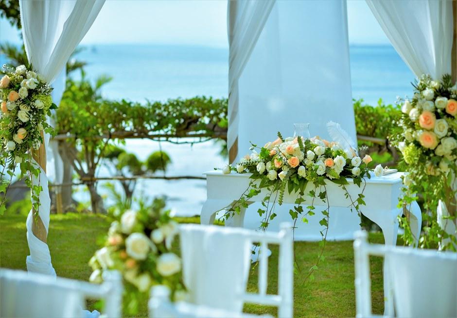 フォーシーズンズ・リゾート・ジンバラン ジンバラン・ガーデン・ウェディング 生花の祭壇装飾 センターピース