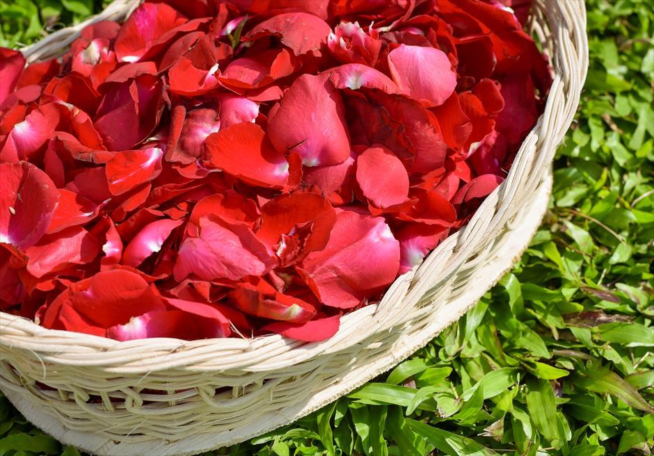 フォーシーズンズ・リゾート・ジンバラン ジンバラン・ガーデン・ウェディング 生花のフラワーシャワー