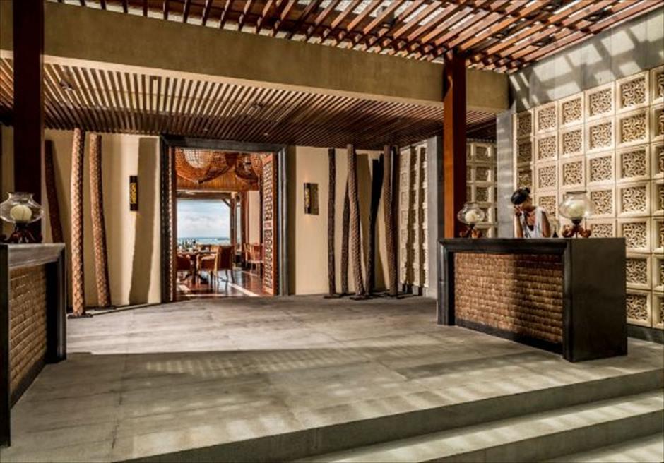 フォーシーズンズ・バリ・ジンバラン スンダラ・レストラン 荘厳なロビー