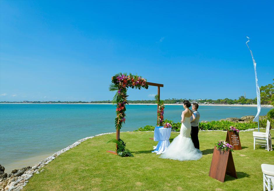 フォーシーズンズ・ジンバラン・バリ結婚式 ガーデン・ウェディング 挙式シーン