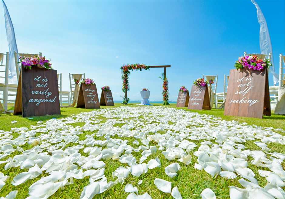 フォーシーズンズ・ジンバラン・バリ挙式 ガーデン・ウェディング 生花バージンロード