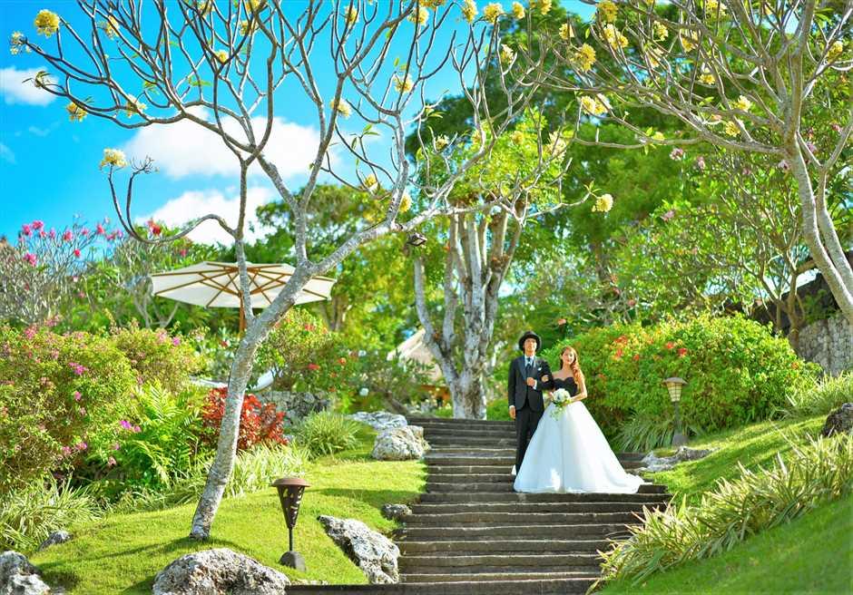 フォーシーズンズ・リゾート・ジンバラン ジンバラン・ガーデン・ウェディング 花々が咲き乱れる美しい回廊