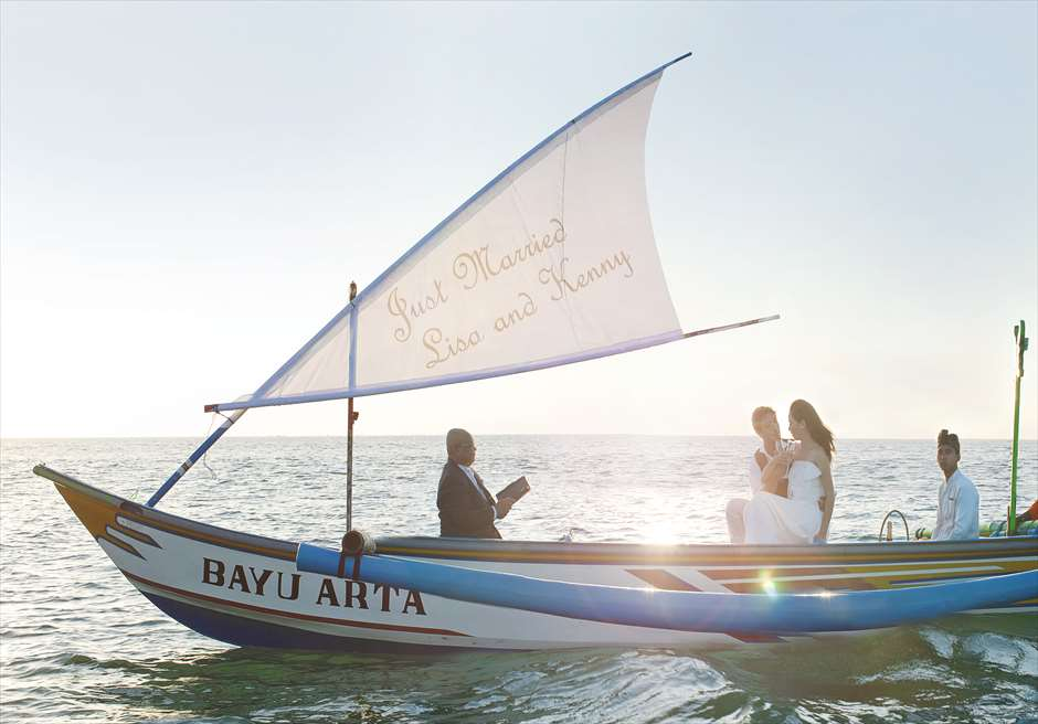 インターコンチネンタル・バリ・リゾート ジンバラン・ベイ・ウェディング 海上挙式風景