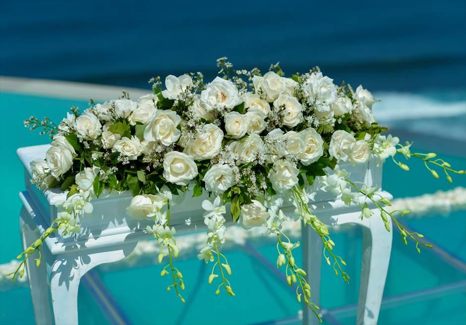 カルマ・カンダラ・ウルワツ バリ挙式 ウォーター・オン・ウェディング 祭壇 生花装飾