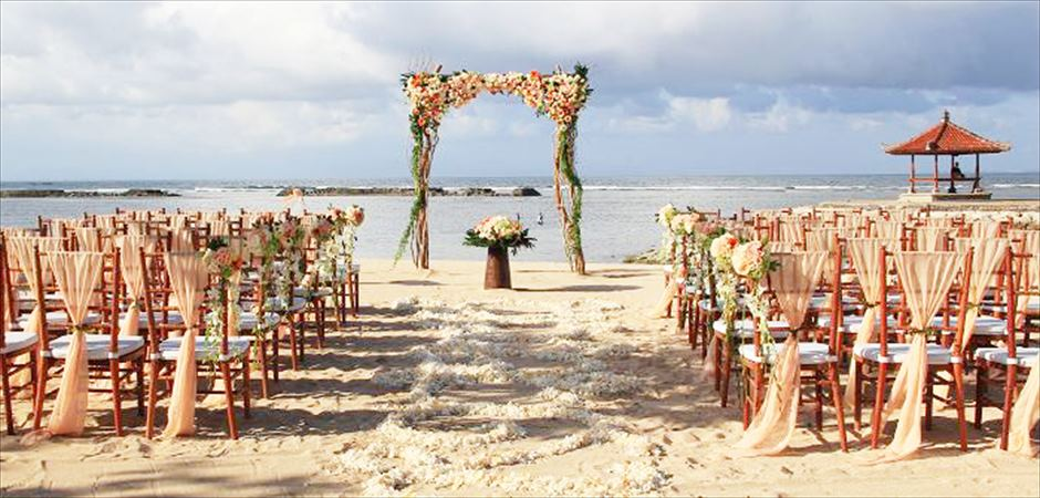 Kayumanis Beach Wedding