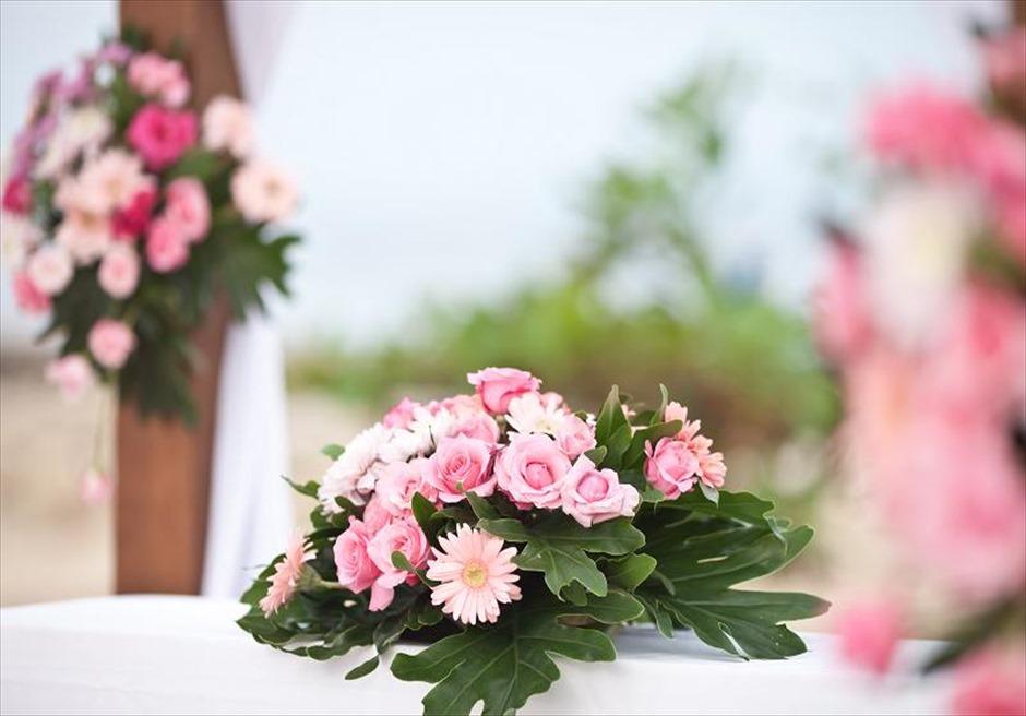 カユマニス・ヌサドゥア ビーチ・ウェディング ラスティック・ピンク 生花祭壇装飾