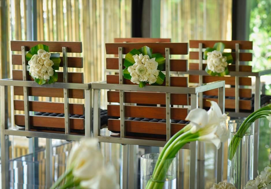 カユマニス・ヌサ・ドゥア・ヴィラ&スパ グラス・チャペル・ウェディング  セレモニーチェア 生花装飾
