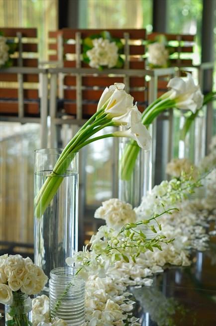 カユマニス・ヌサ・ドゥア・ヴィラ&スパ グラス・チャペル・ウェディング  バージンロード アイルサイド生花装飾