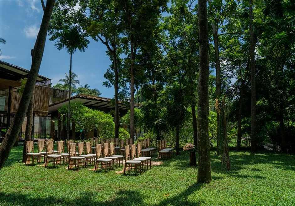 カユマニス・ヌサドゥア挙式 グリーン・パティオ・ガーデン・ウェディング セレモニーチェア全景