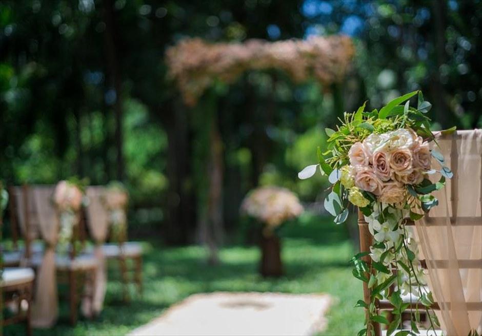 カユマニス・ヌサドゥア挙式 グリーン・パティオ・ガーデン・ウェディング セレモニーチェア生花装飾