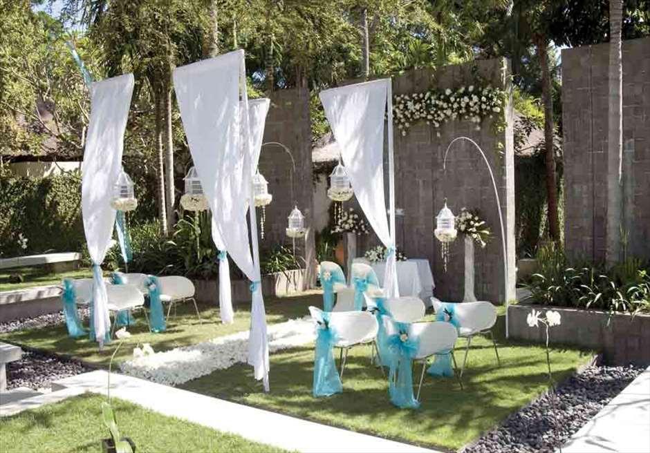 カユマニス・ヌサ・ドゥア プラザ・ガーデン・ウェディング ウェディングアーチ 挙式会場装飾