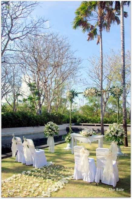 ザ・バレ メイン・プラザ・ガーデン ホワイト・ウェディング・ブレッシング基本装飾