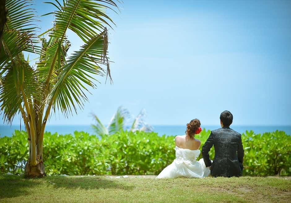 スミニャックビーチが一望できるジ・オベロイ・バリの美しいガーデン