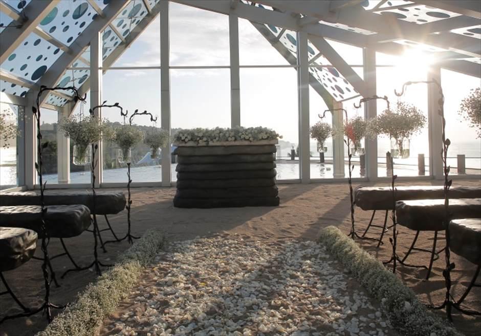 ル・メリディアン・ジンバラン・バリ セレブレーション・パビリオン エレベーテッド・サンセット・ウェディング サンセットタイム挙式会場全景