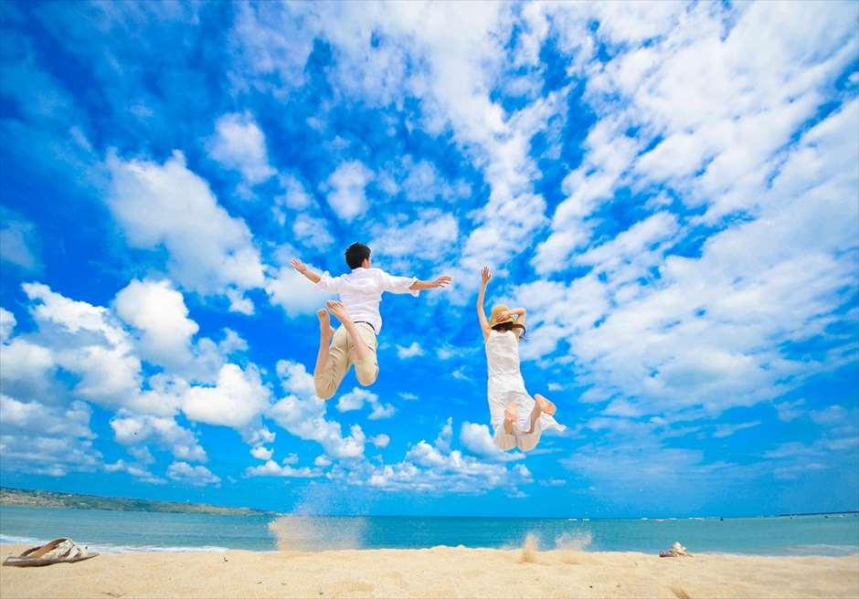 ブレス・バリ・オリジナル オール・ブルー・イン・アスティナ・チャペル<br /> ジンバランビーチ ウェディングフォトーツアー(送迎付き)
