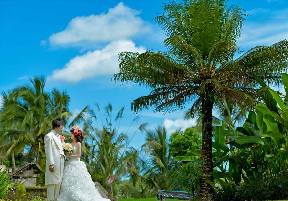 熱帯雨林の生い茂るリゾート内ガーデン