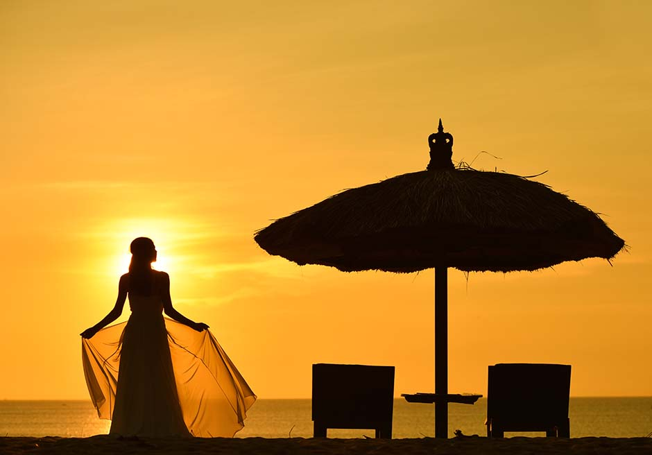ベルモンド・ジンバラン・プリ・バリジンバランビーチ・サンセットフォト黄金に色づいたプリバリビーチのサンセット
