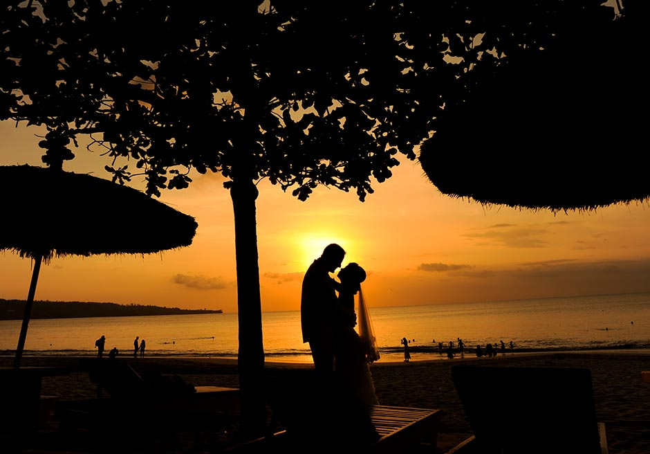 クラトン・ジンバランビーチ美しいサンセット