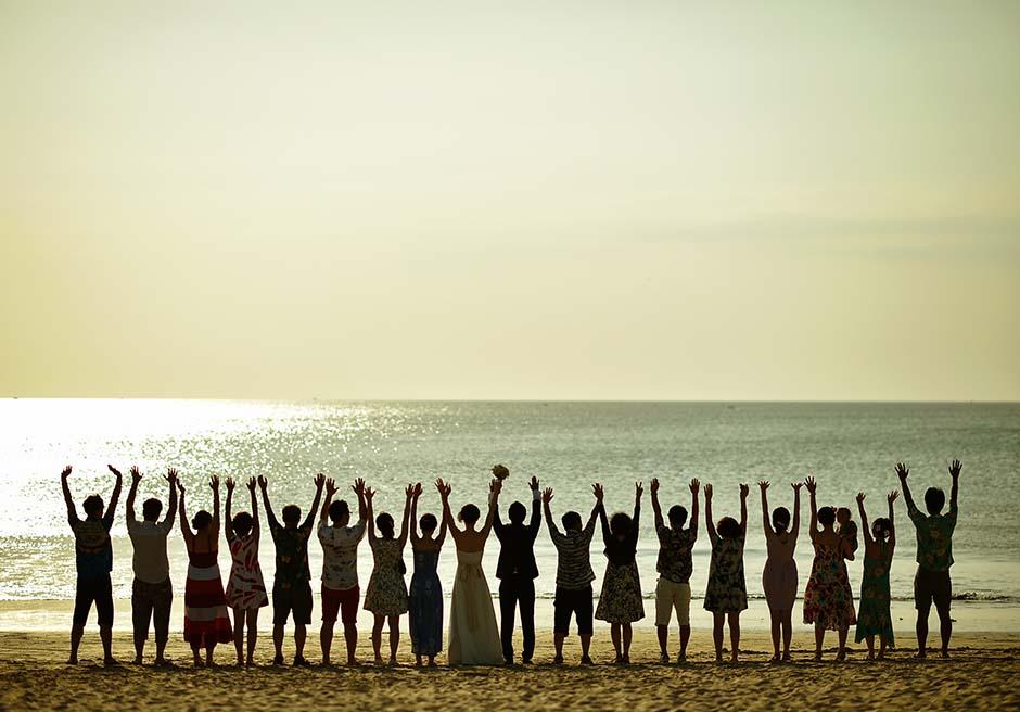 クラトン・ジンバランビーチのサンセットで集合写真