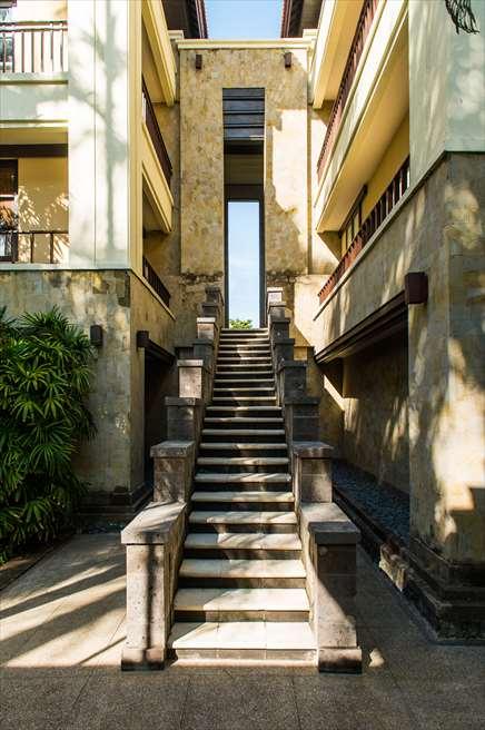 ザ・レギャンの有名なブライダルシーン 天国の窓と呼ばれる階段から入場が可能