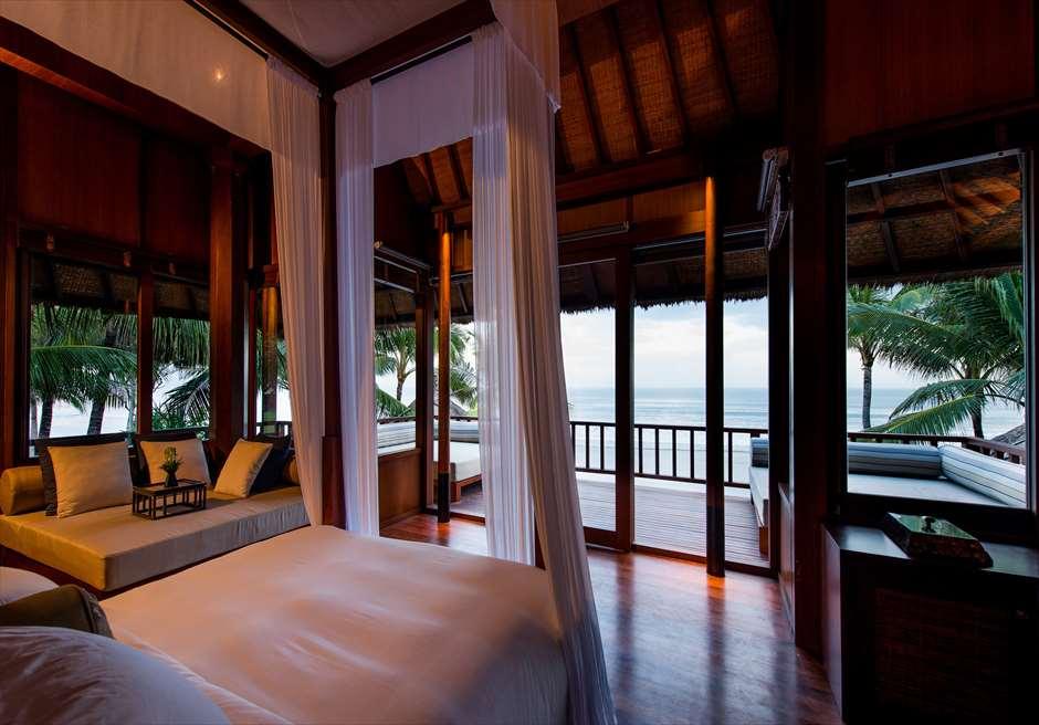 ザ・レギャン・バリ ビーチハウス マスターベッドルームからのスミニャックビーチの眺望