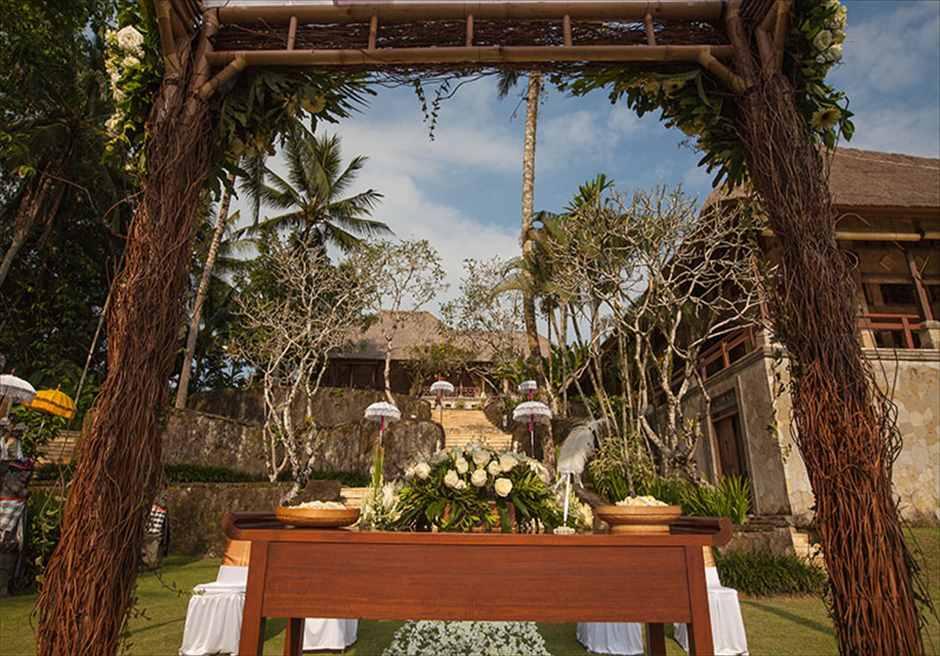 プリ・ウランダリ・ブティック・リゾート<br /> スカイ・ガーデン・ウェディング<br /> 祭壇から挙式会場を望む