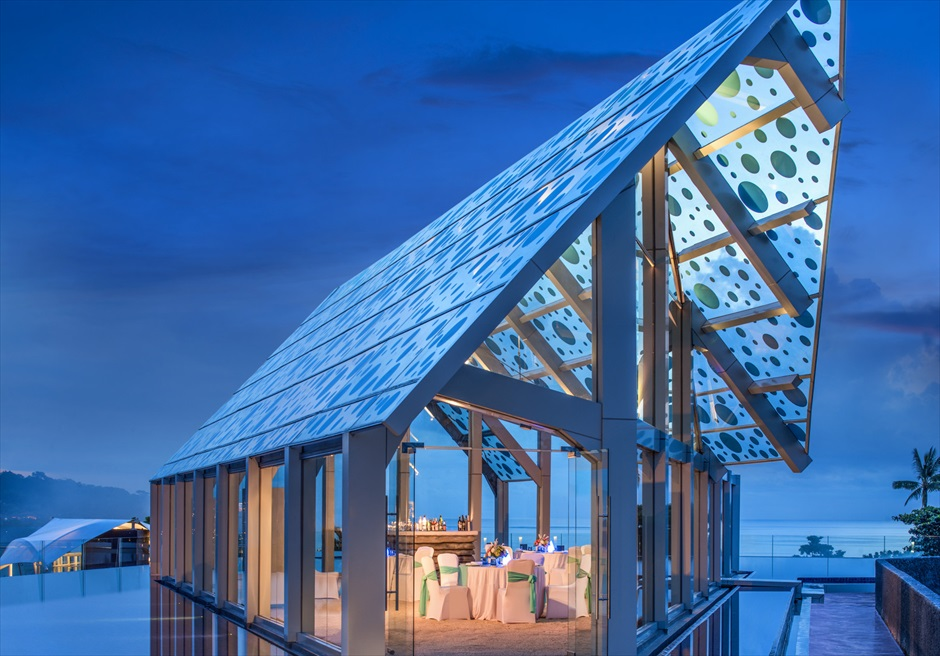 ル・メリディアン・ジンバラン・バリ セレブレーション・パビリオン エレベーテッド・サンセット・ウェディング ナイトタイム挙式会場全景