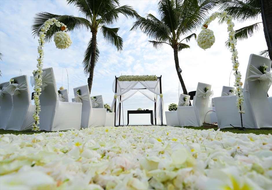 サ・サマヤ・スミニャック・バリ|シーブリーズ・ビーチフロント・ウェディング| 挙式会場ホワイト装飾