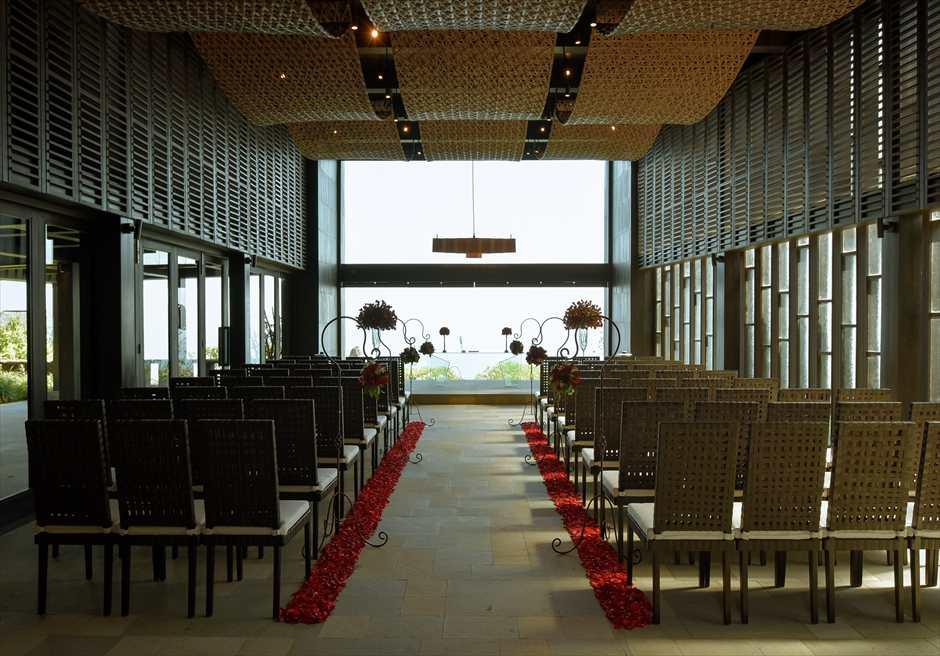 ブルガリリゾートバリ チャペル挙式会場 レッド装飾