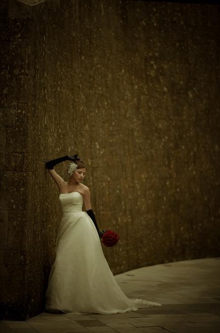 ブレス・バリ・オリジナル・チャペルウェディング<br /> シック&ラグジュアリー・デザイン<br /> チャペル外壁にて