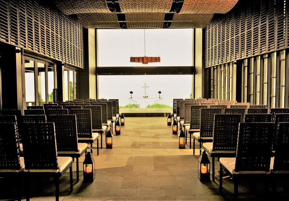 ブルガリリゾートバリ オリジナル・チャペルウェディング シック&ラグジュアリー・デザイン  挙式会場装飾 全景