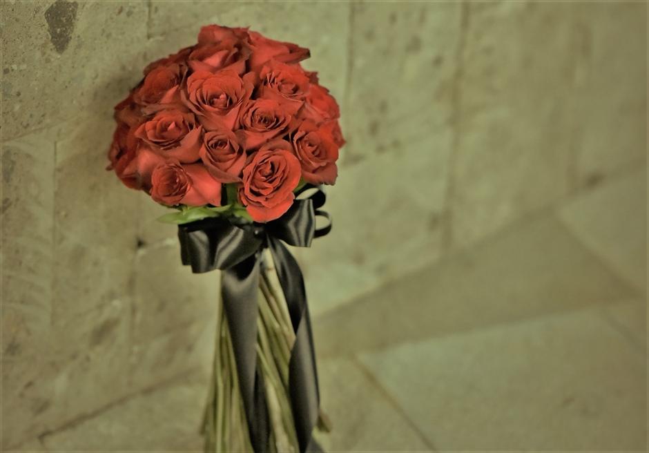ブルガリリゾートバリ オリジナル・チャペルウェディング シック&ラグジュアリー・デザイン 生花のレッドローズ・ブーケ