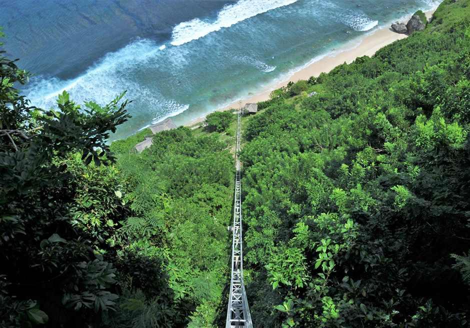 ブルガリ リゾート バリ リゾートよりビーチへ 宿泊者専用エレベーター