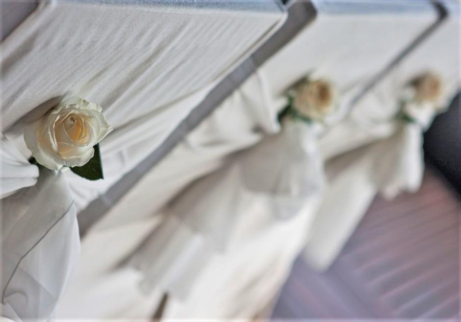 ブルガリ リゾート バリ ウォーター・ウェディング セレモニーチェア 生花装飾