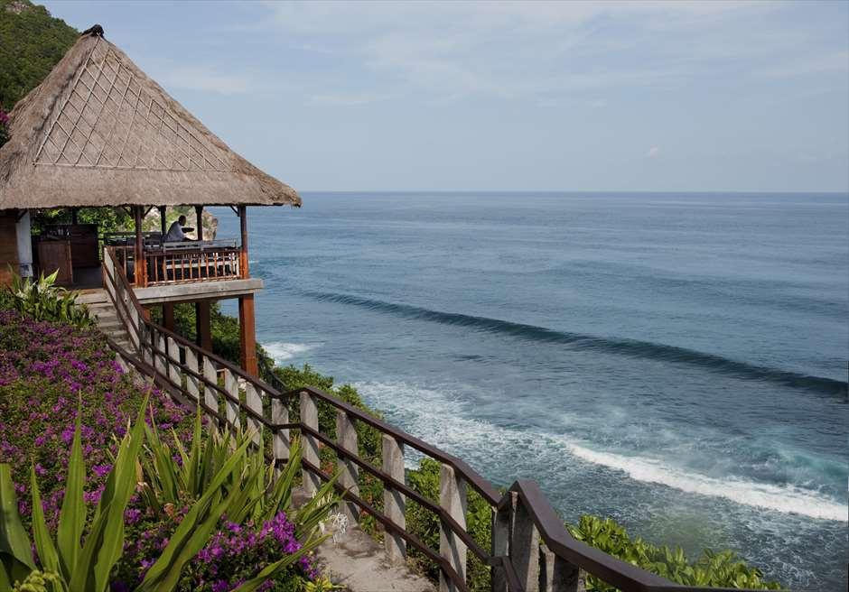 ブルガリリゾートバリ<br /> ブルガリ・ビーチウェディング<br /> ウルワツビーチを目の前に望むLa Spiaggiaレストラン