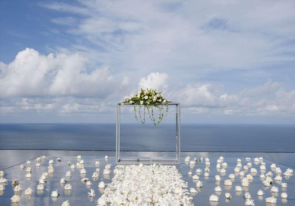 ブルガリウォーターウェディング<br /> ホワイト基本装飾 生花祭壇装飾