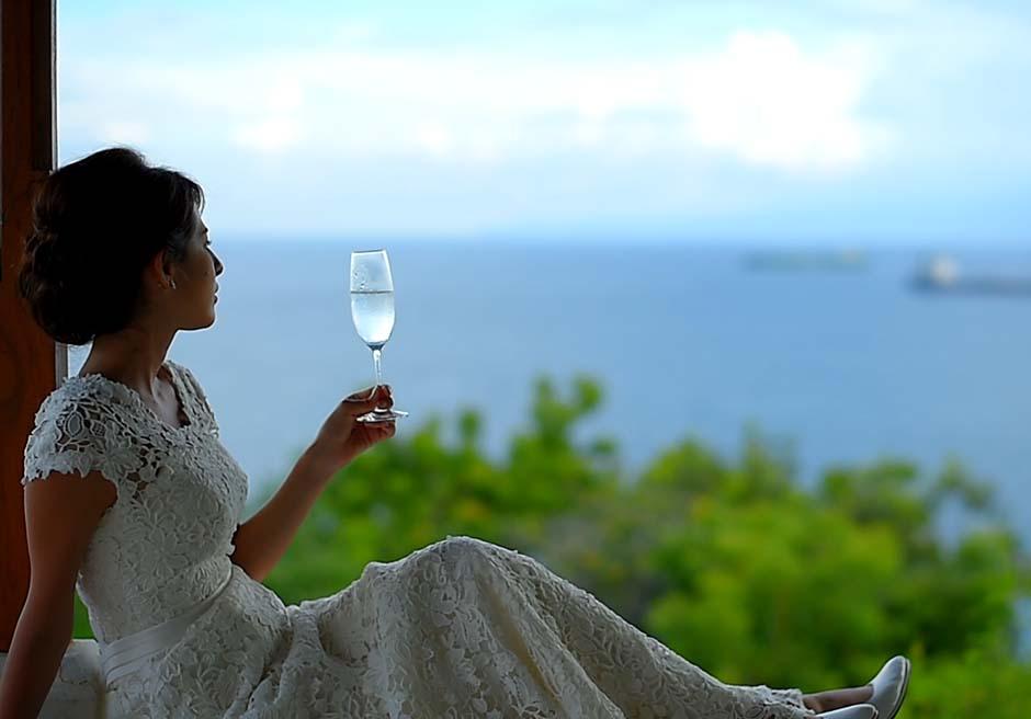 インドラキラスイートのガゼボからチャンディダサの海を望む