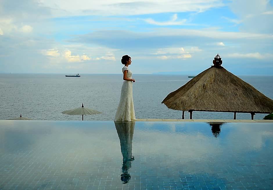 チャンディダサの海を目の前に望むメインプールにて