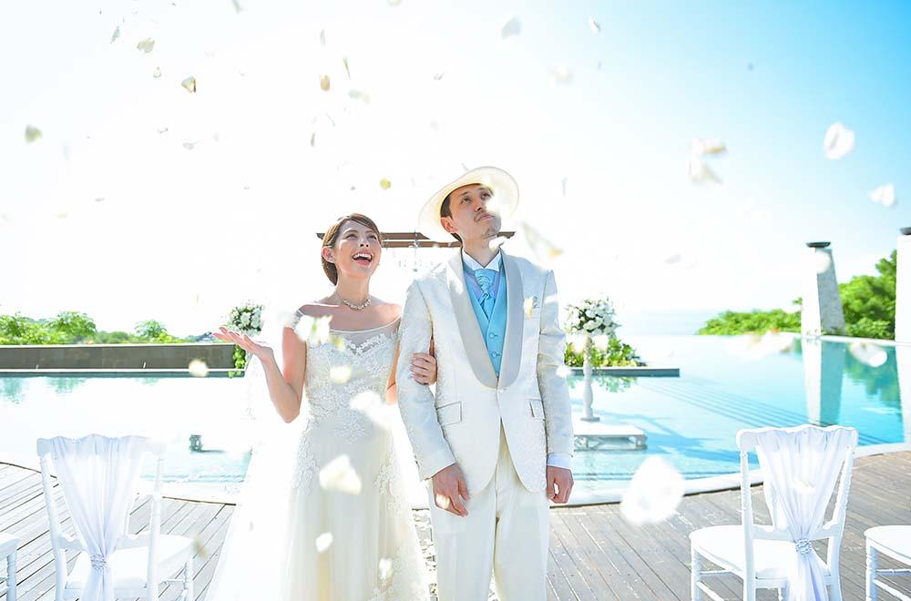 バニアン・ツリー・ウンガサン BLESS BALI オリジナル ウェディング プラン メインプール・インフィニティ・ウェディング 生花フラワーシャワー