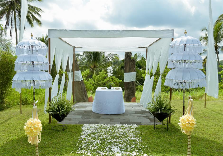 アリラ・ウブド スカルプチャー・ガーデン ホーリー・ウェディング 祭壇周り生花装飾
