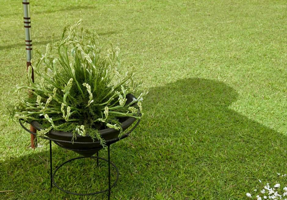 アリラ・ウブド スカルプチャー・ガーデン ホーリー・ウェディング 生花チュベローズ バスケットフラワー