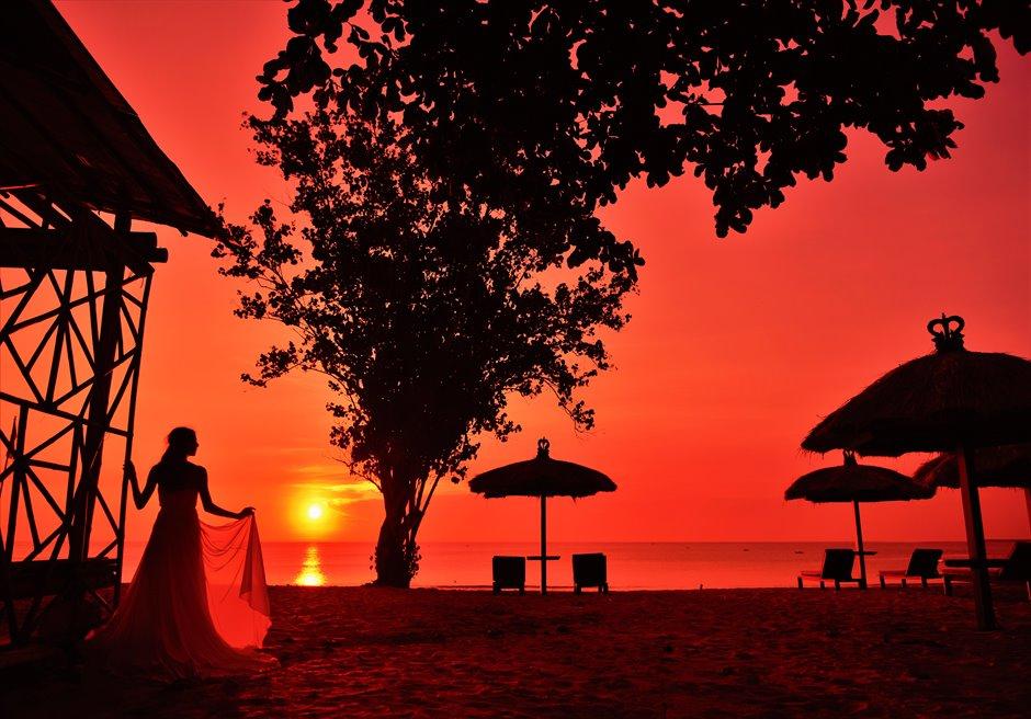 バリ島サンセット・ビーチ・フォトウェディング/ Belmond Jimbaran Puri Bali Sunset Photo Wedding/ ジンバラン・ビーチ・サンセット