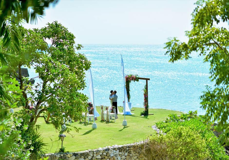 バリ島ガーデン・ウェディング/ Fourseasons Resort Bali Jimbaran Garden Wedding/ フォーシーズンズ・バリ・ジンバラン/ガーデン挙式