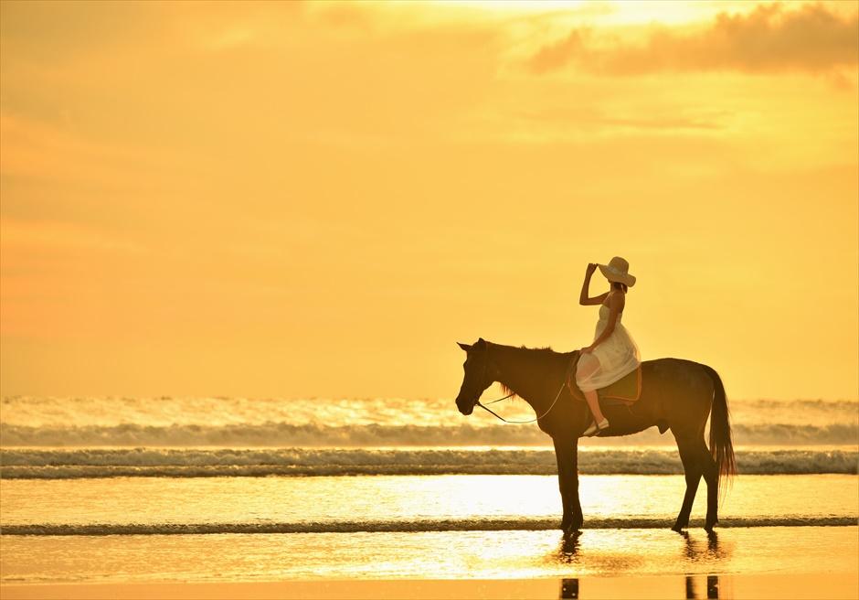 バリ島サンセット・フォトウェディング/ Sunset Horse Riding Sunset Photo Wedding/ スミニャック・ビーチ・ホース・ライディング