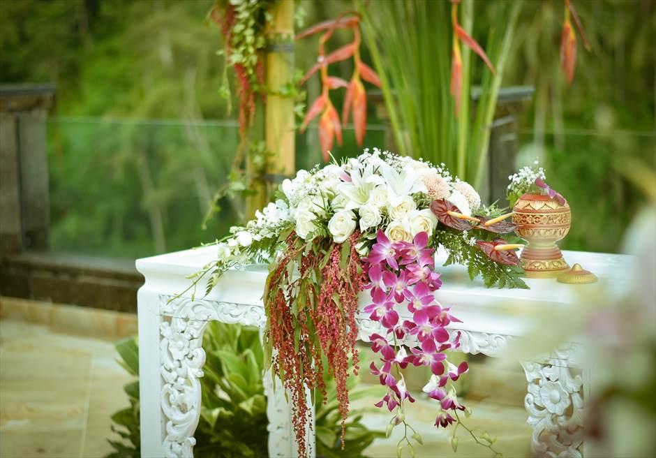 ガーデンデッキ 西洋式ガーデンウェディング  祭壇 生花装飾